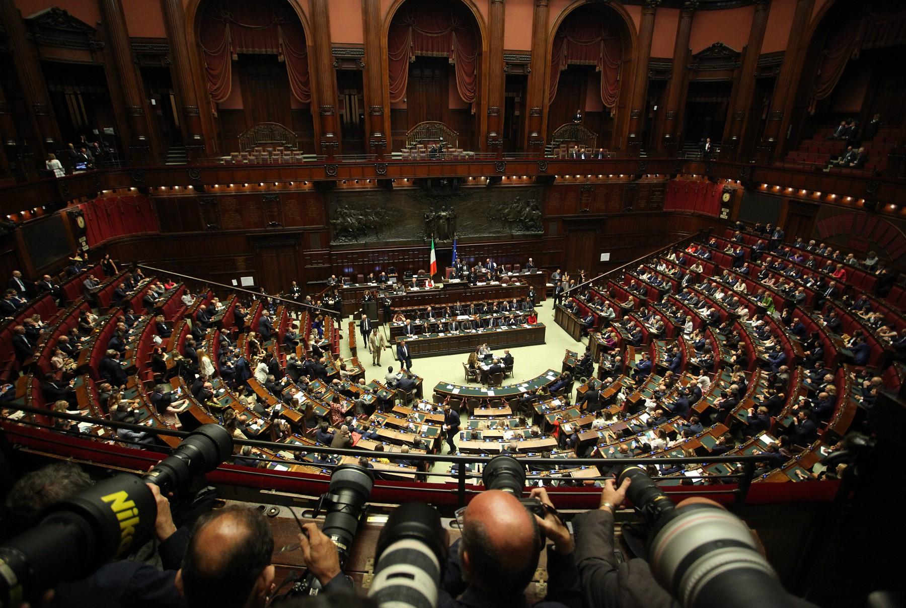 Il taglio dei parlamentari stato approvato e adesso for Parlamentari italiani numero